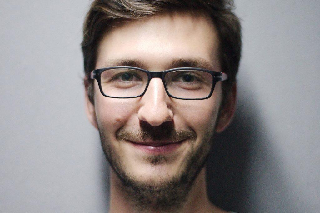 Informaticien qui sourit
